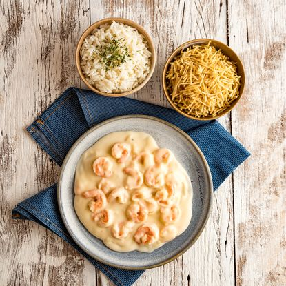 camarao-ao-molho-de-4-queijos-com-arroz-e-batata-palha-1